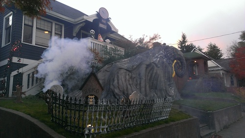 nightmare-before-christmas-outdoor-decoration